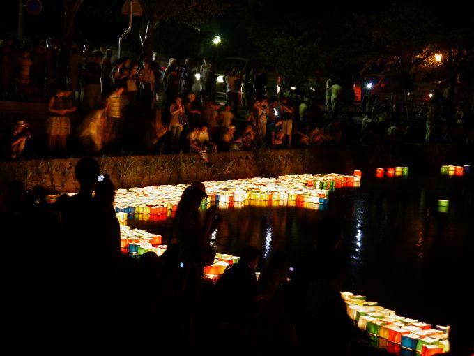 広沢の池の幻想的な灯篭