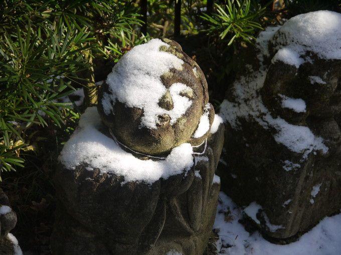 雪帽子の羅漢さん