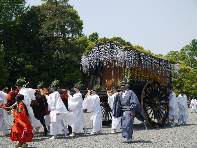 葵祭巡行(藤の花満載の牛車)