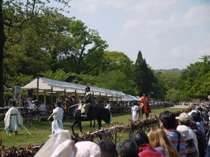 迫力満点!目の前を馬が駆け抜ける!葵祭の祭儀・上賀茂神社競馬(くらべうま)