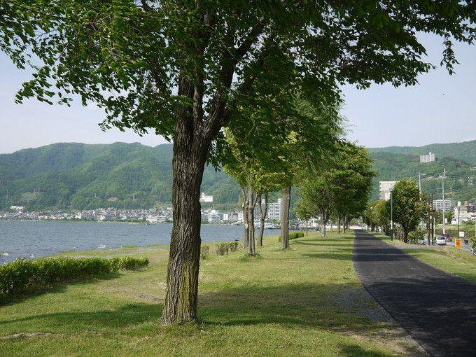 湖畔の散歩道
