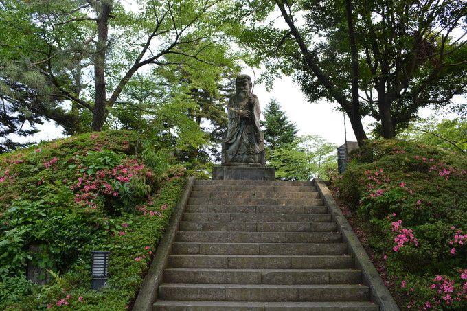 福井市のパワースポット「足羽神社」は駅から「恐竜」の出迎えつき!