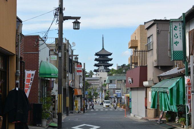 鶴福院町から望む興福寺五重塔