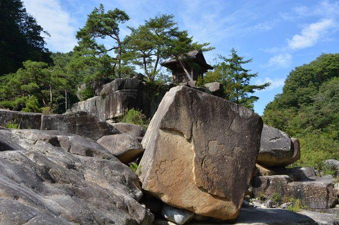 浦島太郎伝説もあるぞ!奇岩、渓流の名勝・長野「寝覚の床」