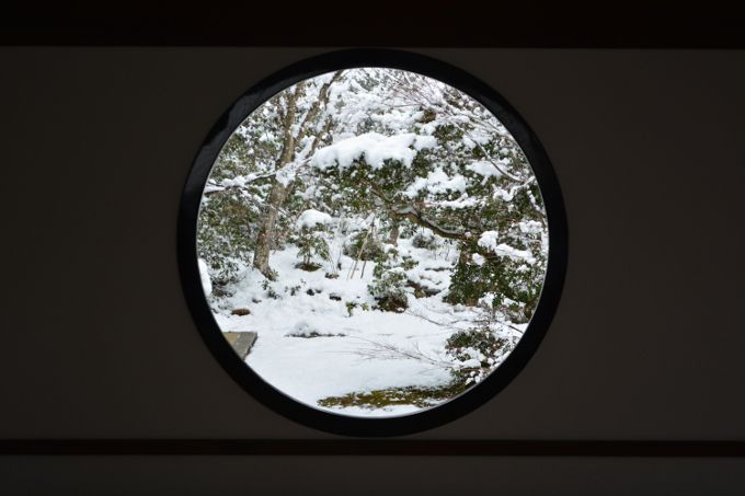 京都鷹峯「源光庵」悟りの窓・迷いの窓の雪景色は感動必至!