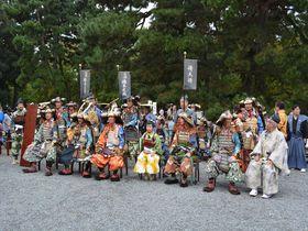 「時代祭」のシャッターチャンスは昼前!「京都御苑」に時代衣装が勢ぞろい
