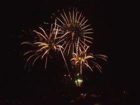奈良若草山の「真冬の花火」がド迫力!!「山焼き」の始まりを知らせるぞ!