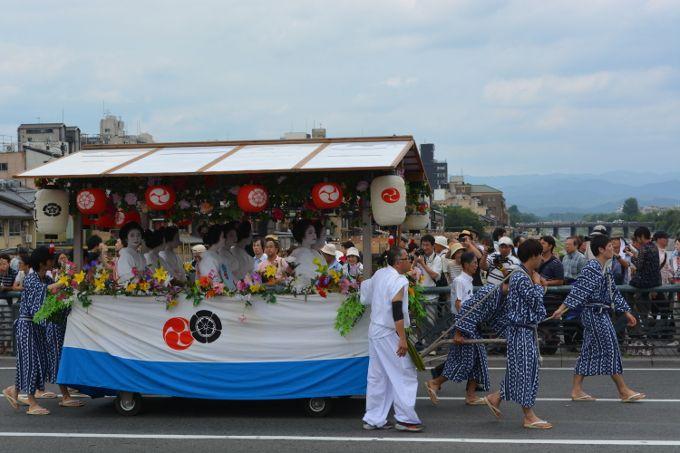 もちろん祇園祭の「山鉾巡行」も見れるぞ!