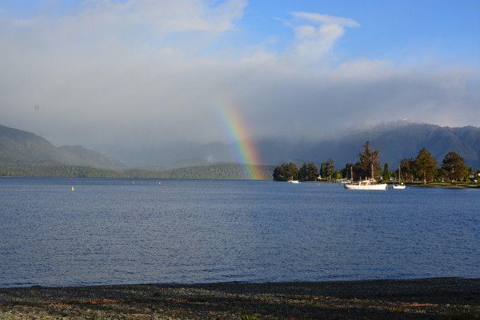 テ・アナウ湖の自然は美しい