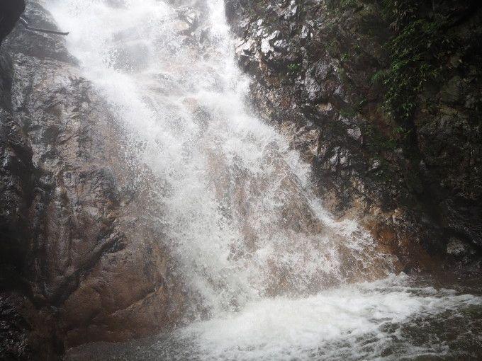 「雄滝」は大迫力の水しぶき!