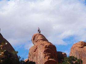 米「アーチーズ国立公園」の自然の造形美アーチ巡りは感動だ!