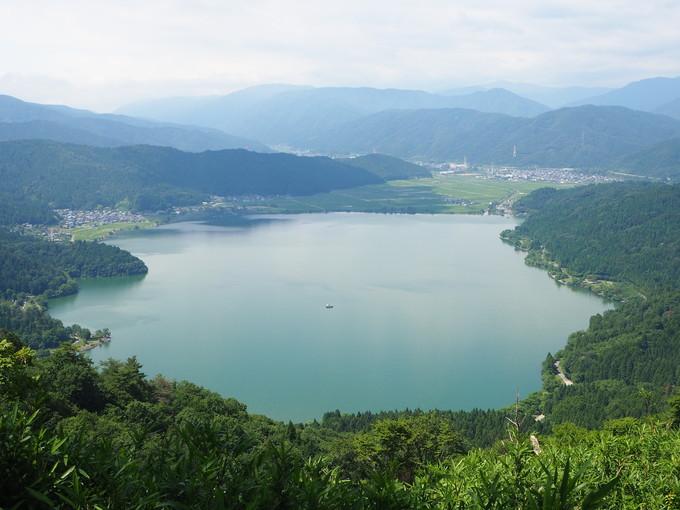 賤ケ岳山頂からは、余呉湖と琵琶湖が一望