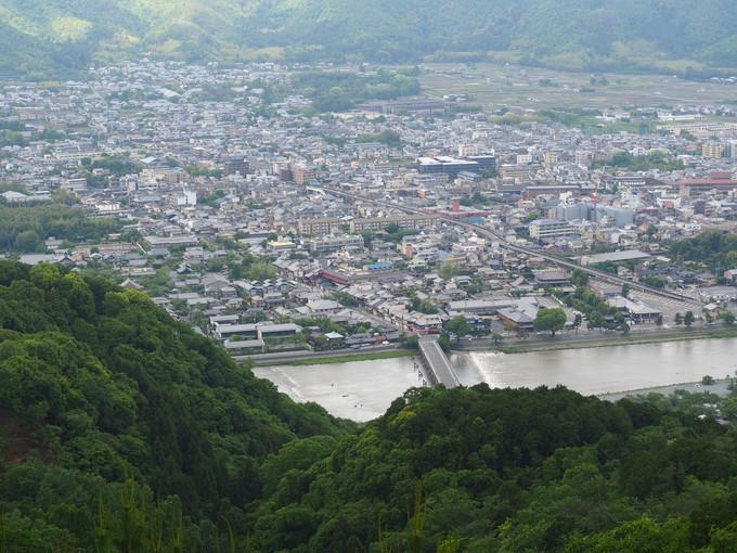 神々しい松尾山