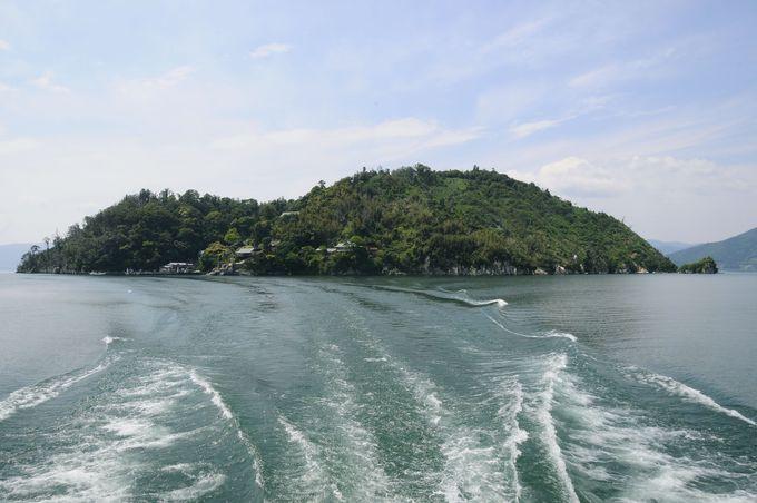 琵琶湖に浮かぶパワースポット「竹生島」は神の住む島