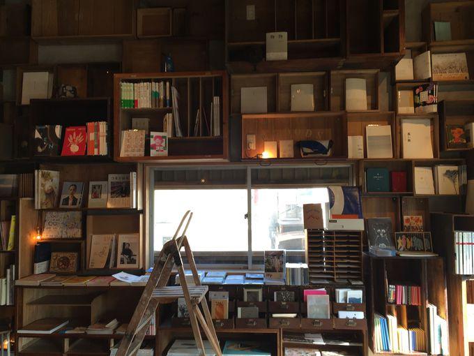 心地よいブックカフェ、栞日さんでモーニング!
