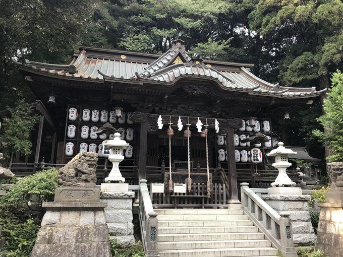 織物の神さまと星の神さまを祀る珍しい神社