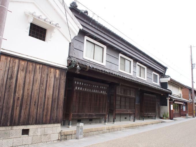 城下町の風情を残した歴史的建造物がある通り