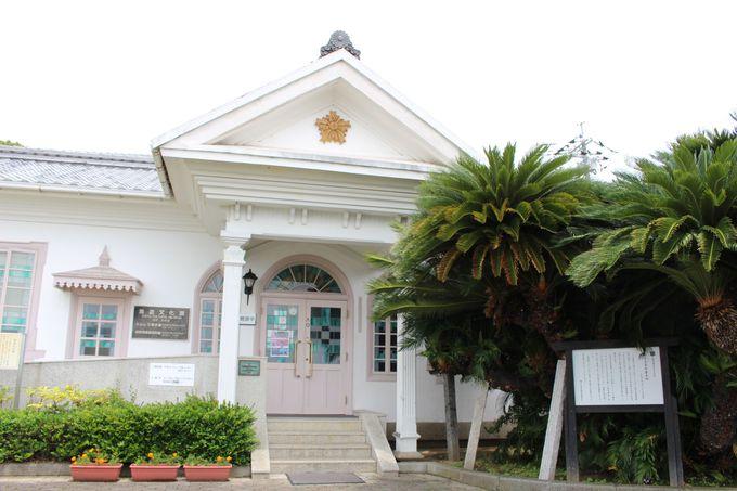 元警察署の建物は和洋折衷で国の登録有形文化財