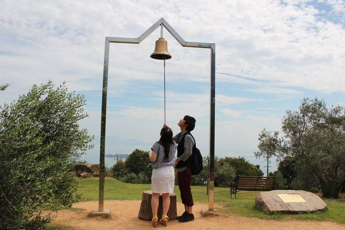 恋人の聖地「牛窓オリーブ園」で幸福の鐘を鳴らそう