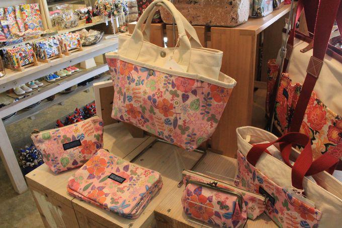 琉球帆布×地元アーティストとのコラボ作品が人気