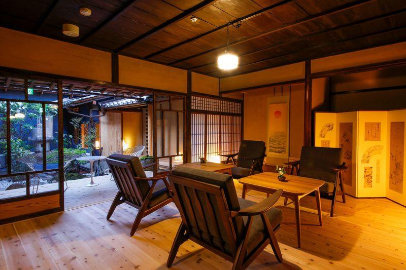 播州赤穂の城下町に町家をリノベートした新感覚の宿「加里屋旅館Q」誕生!