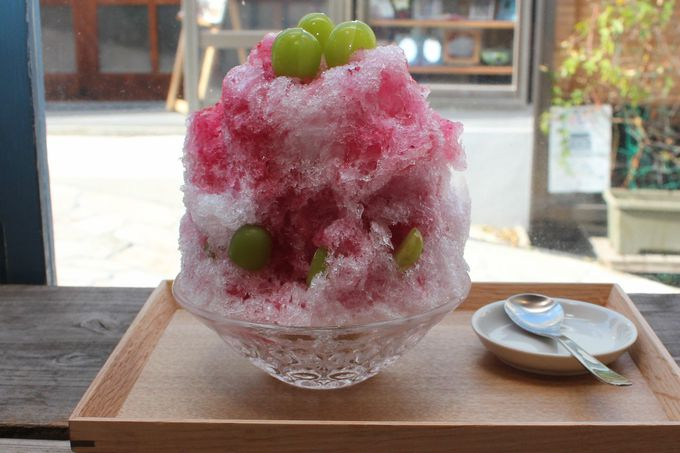 「海と坂と」でフレッシュフルーツのかき氷を