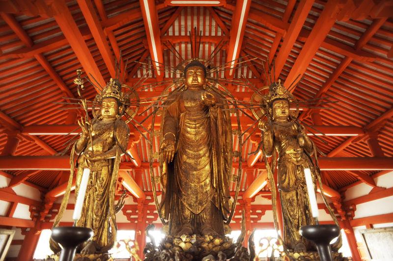 西日を受けて黄金に輝く!兵庫・小野の国宝「阿弥陀三尊像」