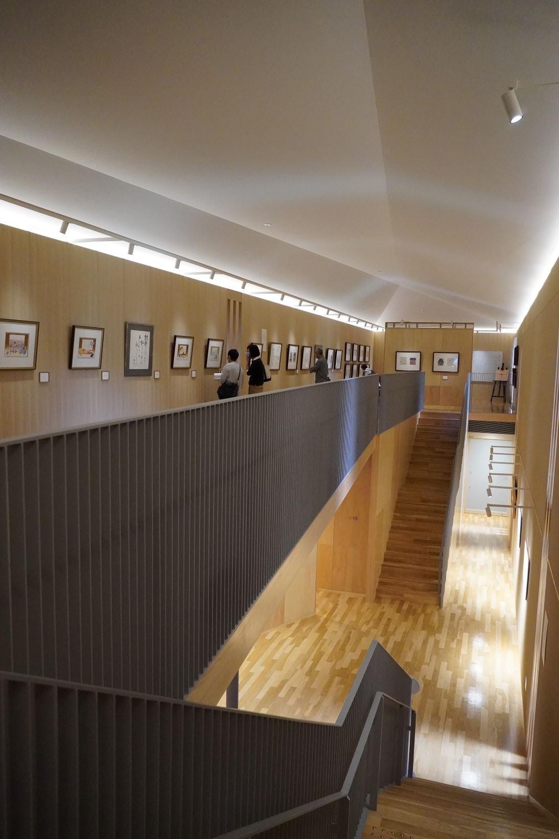 安藤忠雄設計の空間に安野光雅の作品が並ぶ美術館