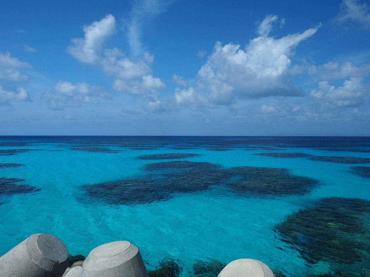 12.波照間港でインスタ映えする青い海をシェアしてみよう