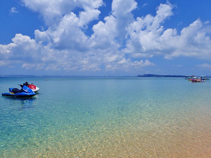 「津堅島」の極上の海でマリンスレジャーを楽しもう!