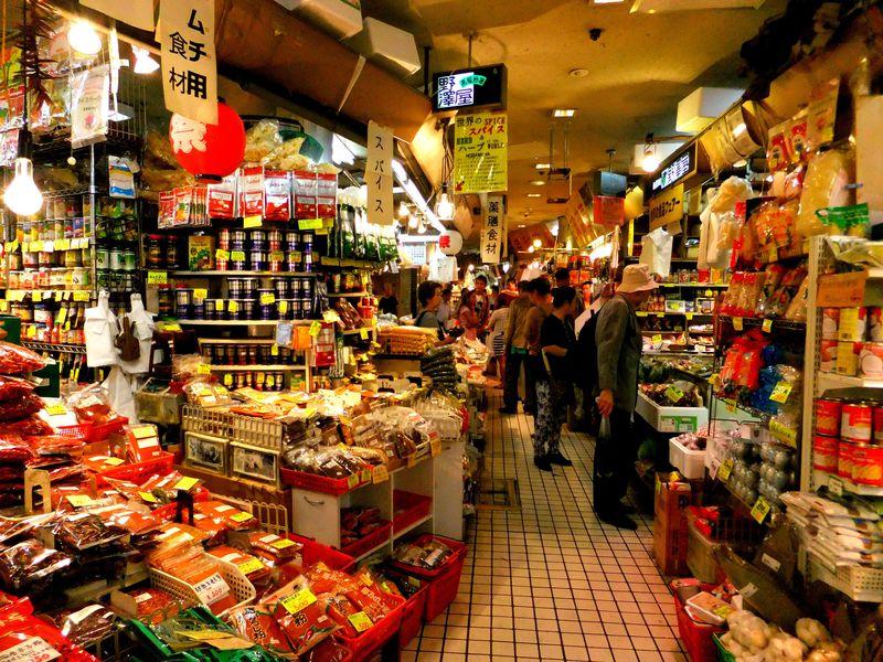 まるでアジアの市場!東京・アメ横センタービル「地下食品街」