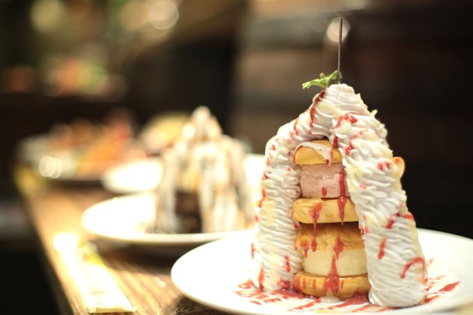 イチオシメニューは、巨大クリームのデザート!!