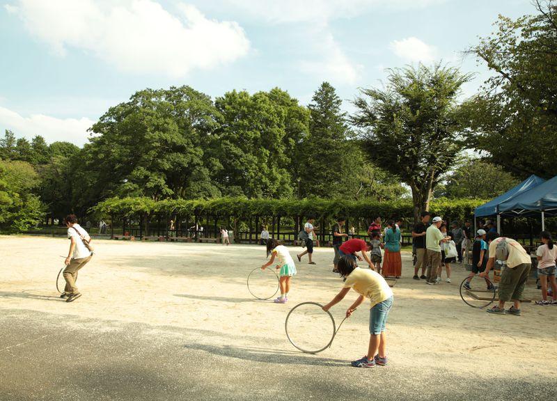 まるで無料のテーマパーク!東京・小金井公園で昔の遊びが大流行
