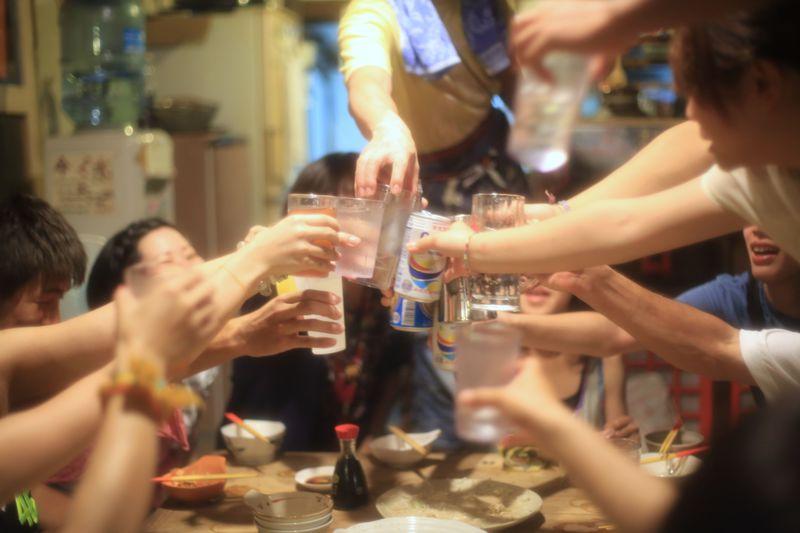 一泊1,500円!旅人と最高の酒盛りを♪「月光荘・沖縄」