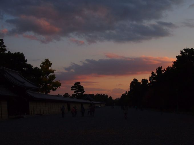 こんな夕焼けスポットも!「京都御苑」「伏見稲荷大社」