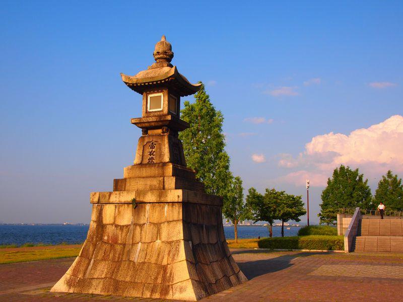 琵琶湖と比叡山の絶景と湖岸カフェ!歴史も楽しめる大津湖岸なぎさ公園