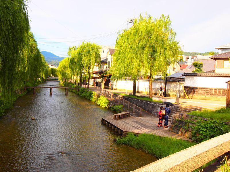 知恩院門前と一本橋に親水テラス!京都・白川の風情溢れる石橋巡り