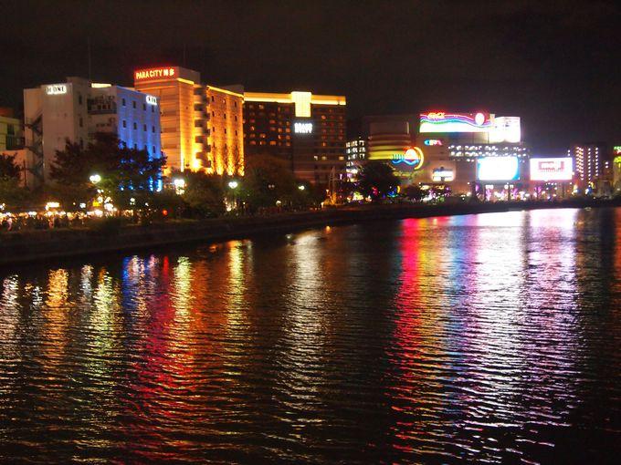 川面に映るキャナルシティ