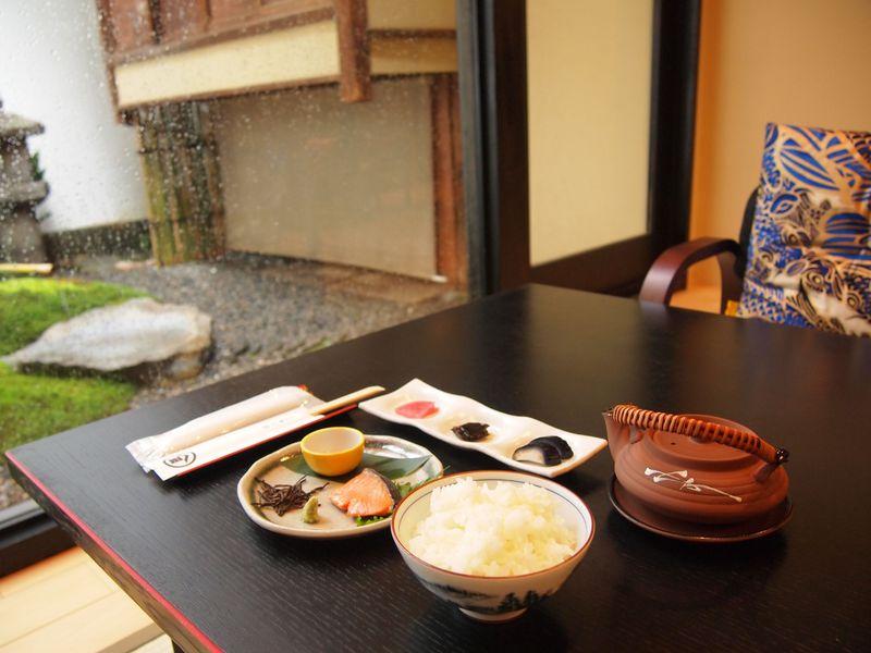 京都・錦市場で買った食べ物が持ち込める!「京町家 錦上ル」