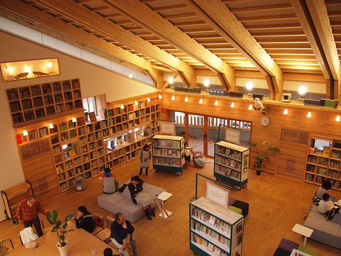 明るくておしゃれな「図書館カフェ」