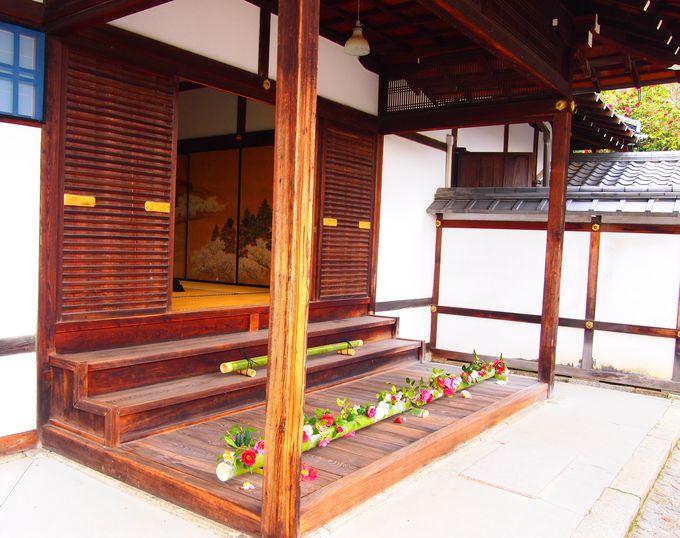 霊鑑寺の大玄関