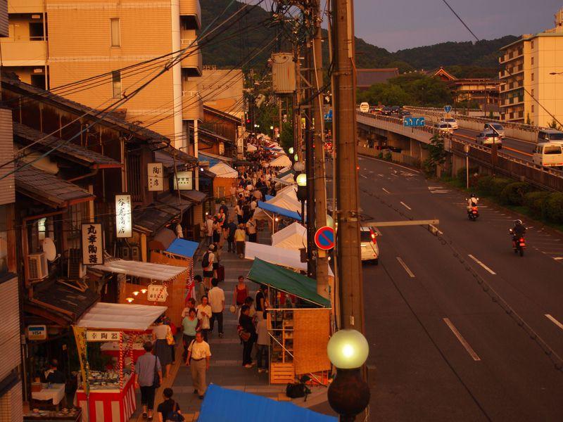 夕方からがおすすめ!夏の京都「五条坂陶器まつり」&一緒に見たい周辺観光地