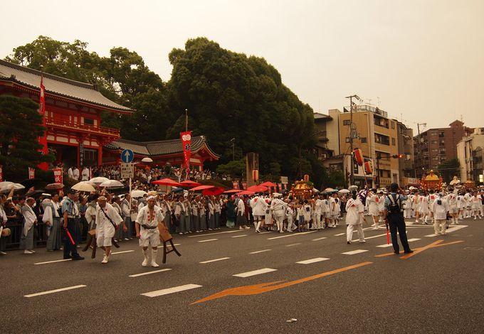 八坂神社・石段下