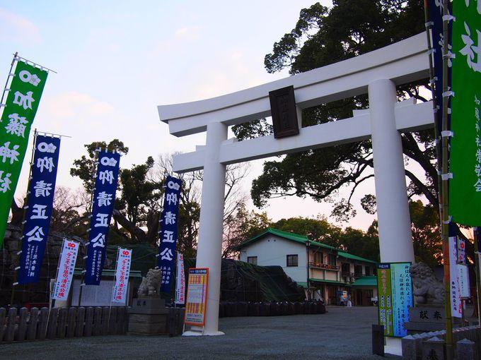 「加藤神社」鳥居と本殿