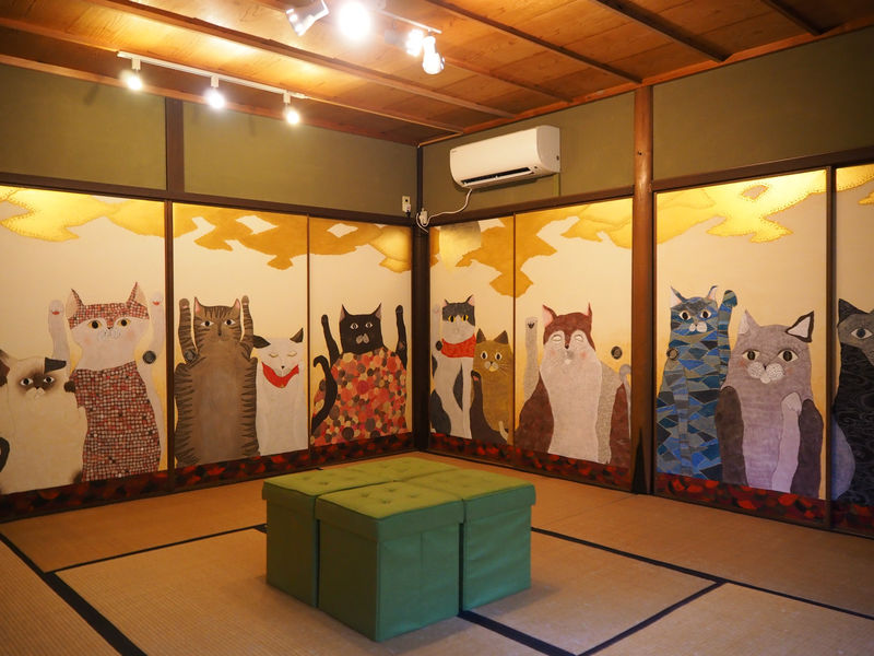猫の天井画もお目見え!京都・八瀬「猫猫寺開運ミュージアム」