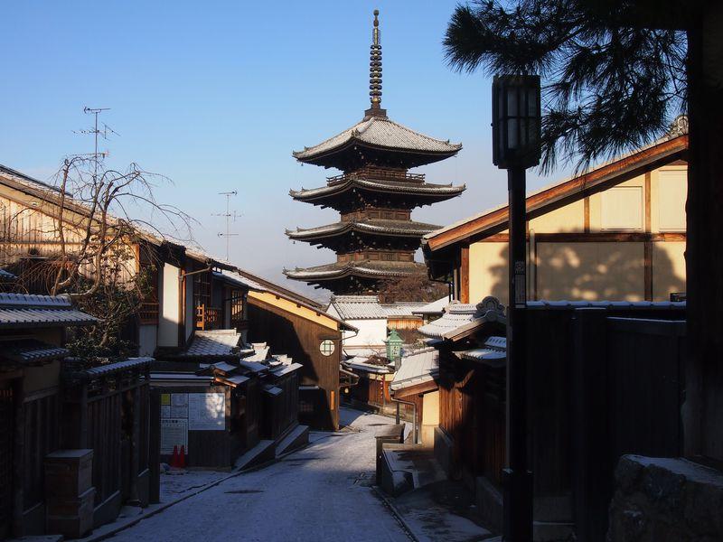 冬の京都で見たい東山の雪景色3選!八坂の塔・庚申堂・二年坂