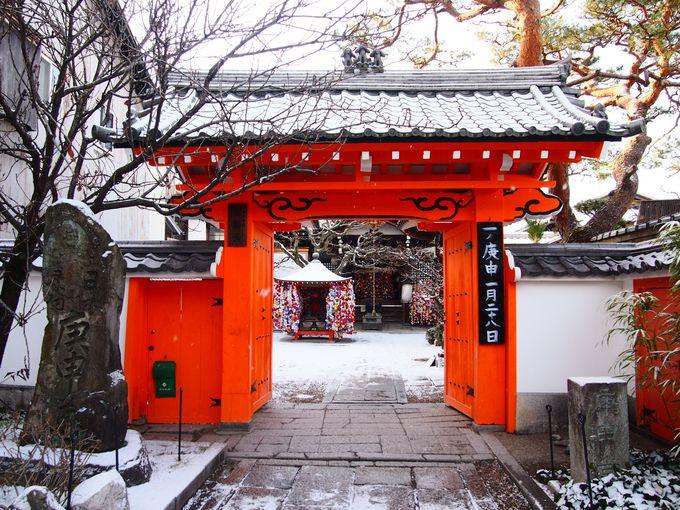 雪の八坂庚申堂