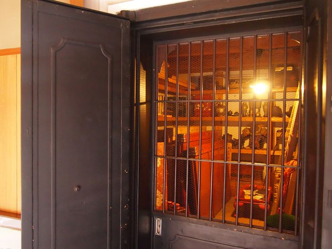 旧邸御室・土蔵