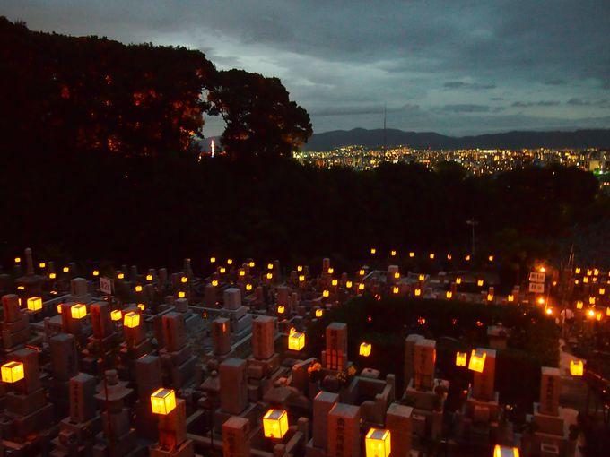 町の明かりと空と墓所