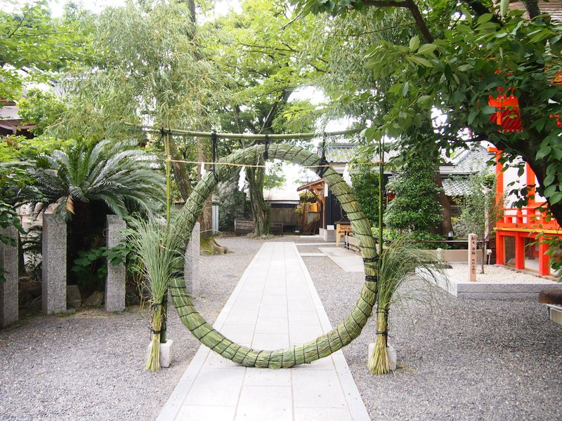 2つの輪をくぐって良縁&健康祈願!京都・安井金比羅宮「夏越の祓」